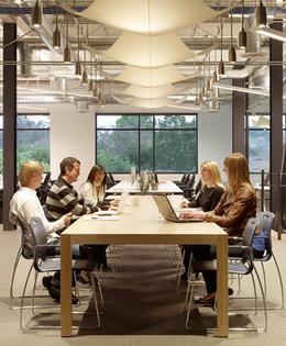 国外办公室装修设计欣赏:skype网络通讯