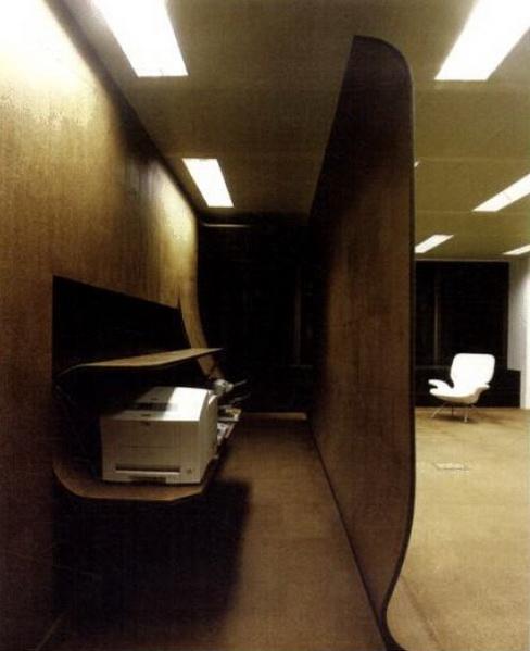 国外办公室装修设计欣赏:less投资