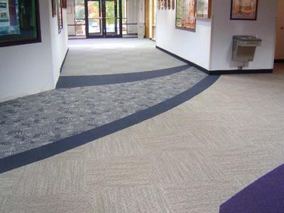 靠垫的色彩和图案必须与室内空间的整体气氛相协调.