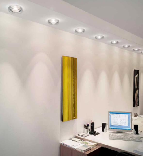 装饰性照明的另一种形式是建筑化装饰照明,是把灯具与建筑结构结合在一起,更多地强调调光而弱化灯具,甚至隐藏灯具,这种做法常在大型办公空间或商业空间中运用,给人一种整齐大方的感觉。建筑化装饰照明主要分为发光顶棚、光梁、光带、光檐、光柱头、光盒、点光源探照灯、内嵌式照明以及网状系统照明和微光源图案化装饰照明灯多种形式。室内灯具布置时,应将光源布置和建筑空间相配合,一方面可以利用平顶和装饰平顶之间的空间,隐藏照明管线和设备;另一方面又使照明成为室内装修的有机体,从而取得室内空间的统一与完整。